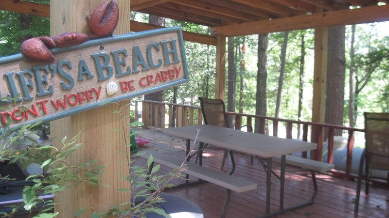 Caddo River Crossing Cabin C/D - River view and acccess, location de vacances à Norman