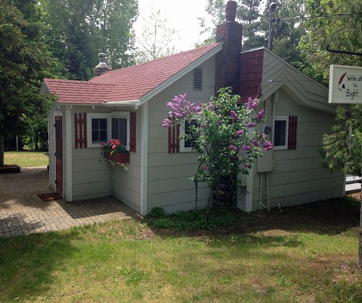 Write On The Bight Cottage - Tip of the Leelanau Peninsula, holiday rental in Northport