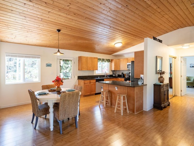 Tranquil private home 5 minutes to Hawai'i Volcanoes National Park, vacation rental in Volcano