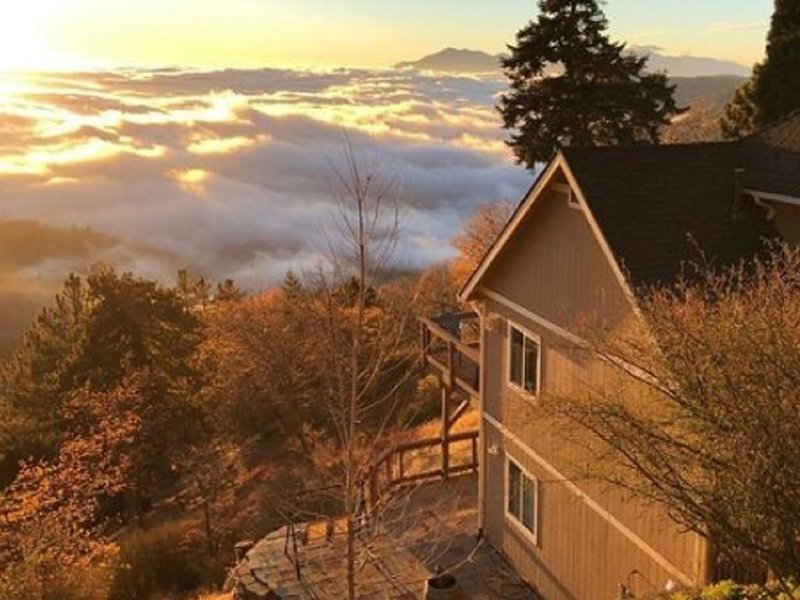 Casa Pacifica-100 Mile View-A Mtn. retreat above the Clouds near Lake Arrowhead., vacation rental in Running Springs