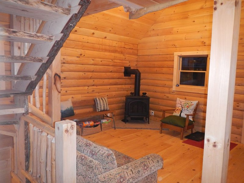 Log Cabin in Picture Perfect Jackson, NH - near Storyland in the White Mountains, casa vacanza a Jackson