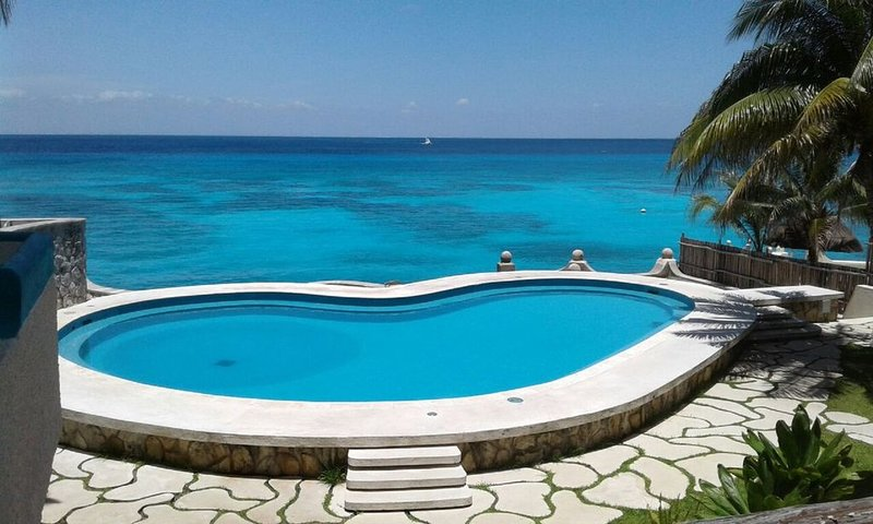 Oceanfront condo on the bluest ocean of Cozumel island, holiday rental in San Miguel de Cozumel