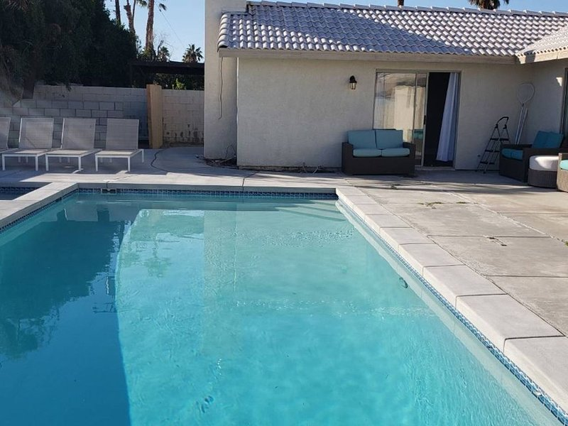 Brand New Pool/Jacuzzy.1mile Fr Palm springs, alquiler de vacaciones en Cathedral City