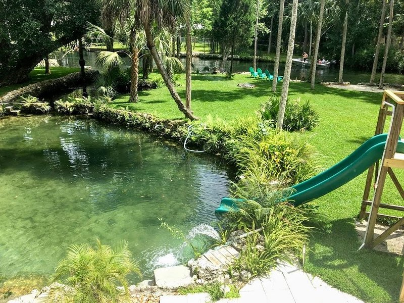 Unique River Escape! Private Waterfront Home. The Backyard Manatee Club., holiday rental in Homosassa
