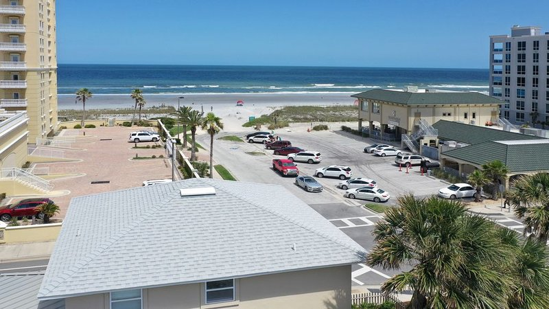 Beachside House with 2 Floors, holiday rental in Jacksonville Beach
