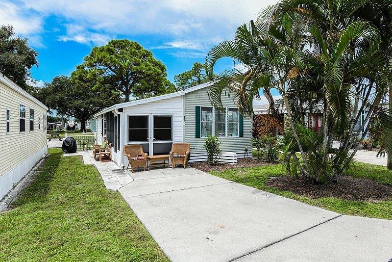 Cute Property in Sarasota Fl close to beach, amenities like pools, holiday rental in Myakka City