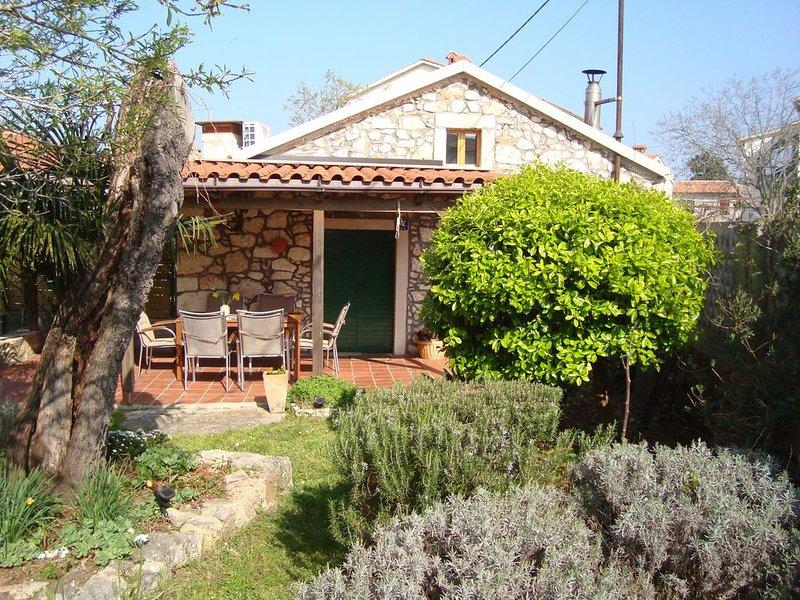 Lovely stone cottage in Pula area, location de vacances à Pomer