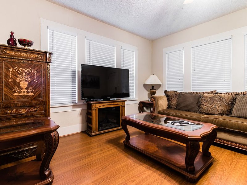 Comfy Home In Fort Worth, casa vacanza a Burleson