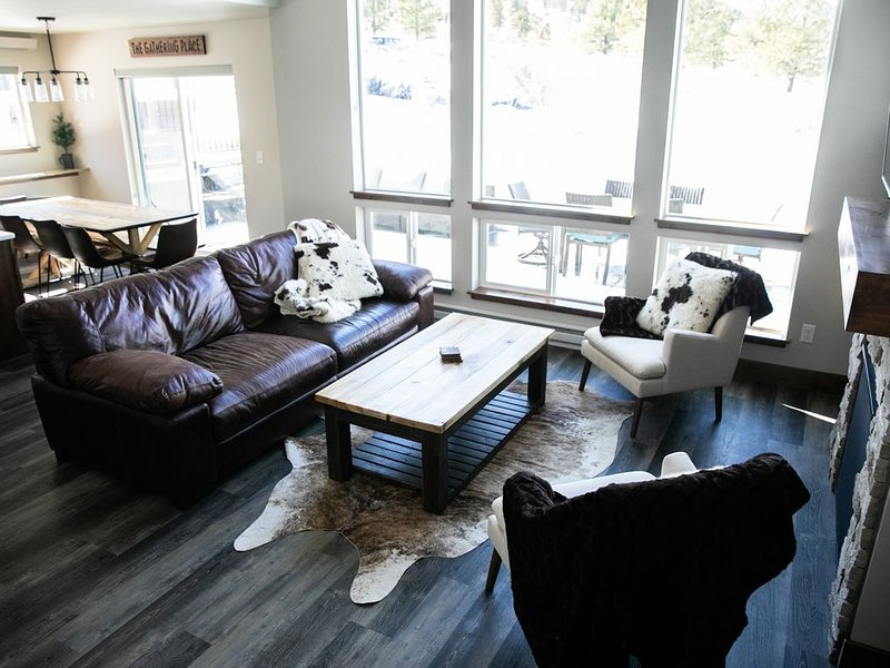 New 2019 Home—Hot Tub—Wifi—Mtn Views—Fam Friendly, holiday rental in Estes Park