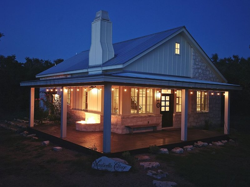 Heaven in the Hills. Welcome to Monticello Cottage, vacation rental in Dripping Springs