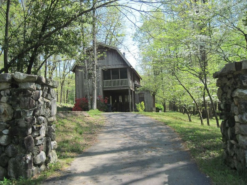 Caddo River Crossing Cabin A/B - River access, holiday rental in Pencil Bluff