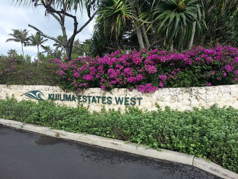 Location! Golf,Swim, Surf & WALKING distance to Hotel etc., holiday rental in Kahuku