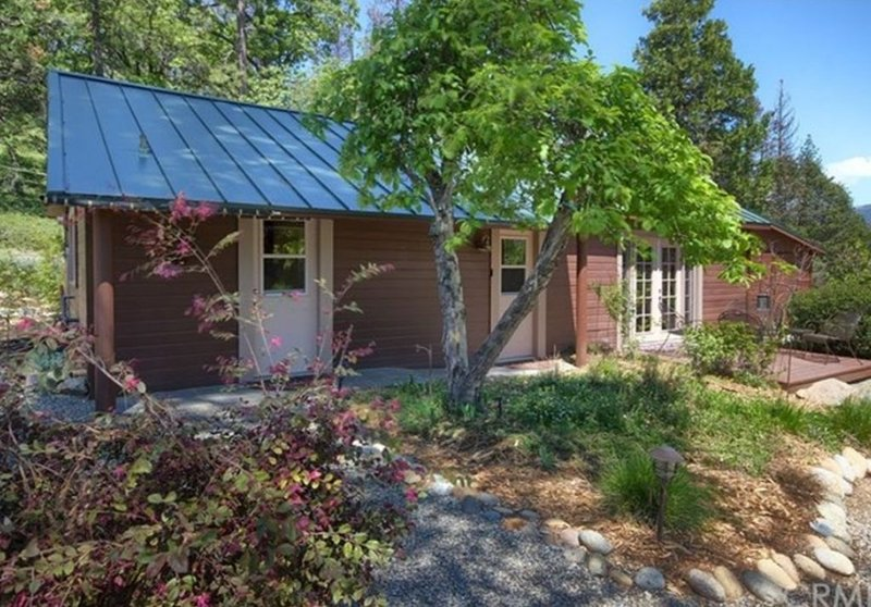 1940s cottage updated with todays amenities, vacation rental in Bass Lake