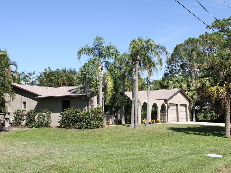 3 Bdrm/3 bath home with private pool, vacation rental in Gulf Gate Estates