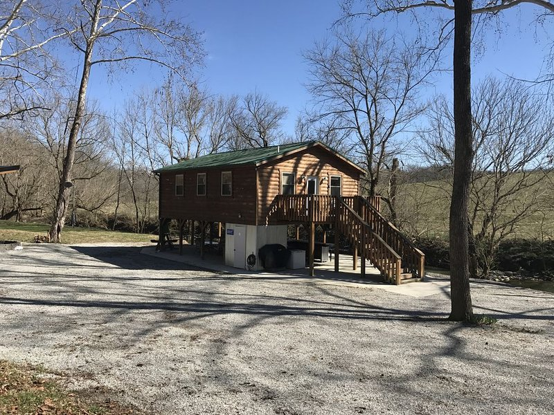 Cozy Cabin on the Bourbon Trail, holiday rental in Springfield