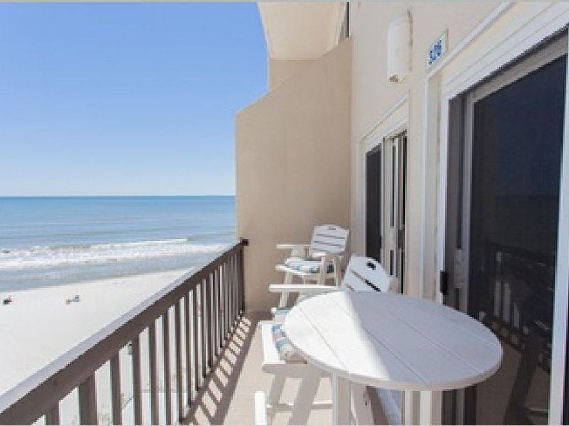 Beautiful Beachfront Getaway! Perfect Relaxing Vacation!, holiday rental in Carillon Beach
