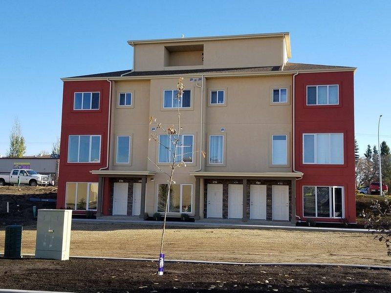 FORT SK, ALBERTA BRAND NEW CONDO SUITE #2 4106. $60, holiday rental in Fort Saskatchewan