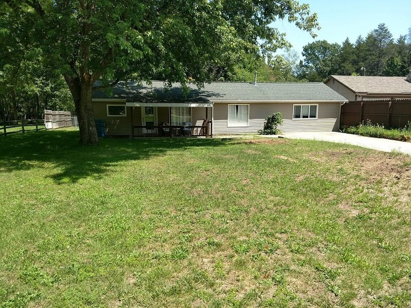 Fun for you at exit 222 Sleeps 8 Handicap accessibleclose to Orv trails, holiday rental in Lupton