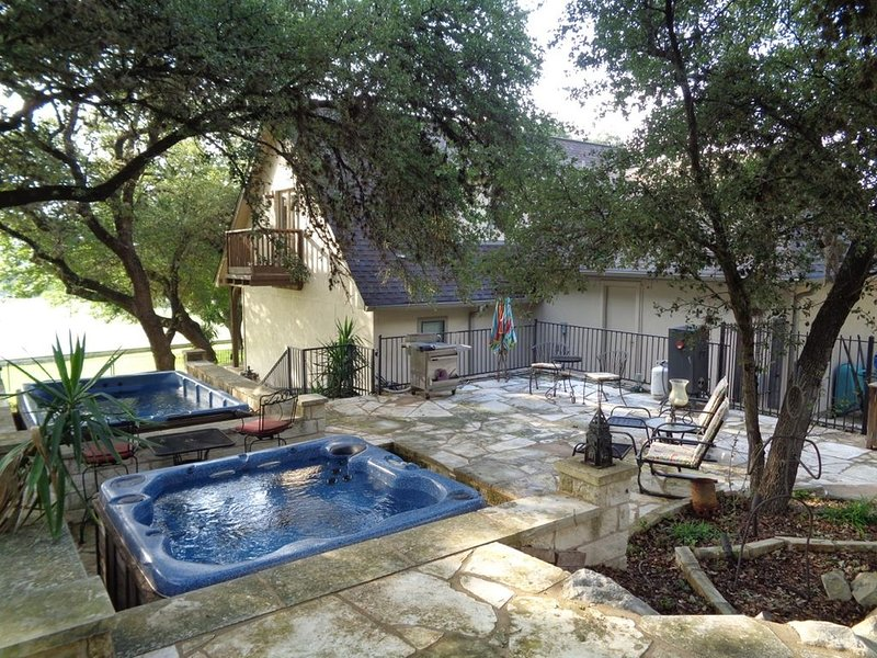 Welcome to Hill Country Hideaway on the golf course and minutes from Lake Travis, alquiler de vacaciones en Point Venture