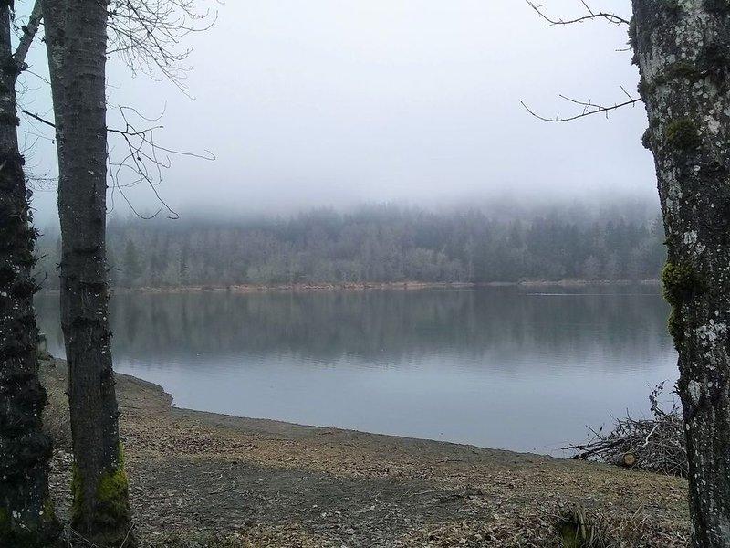 A proximité, le mystérieux lac de Kress, idéal pour la pêche, la marche et le kayak.