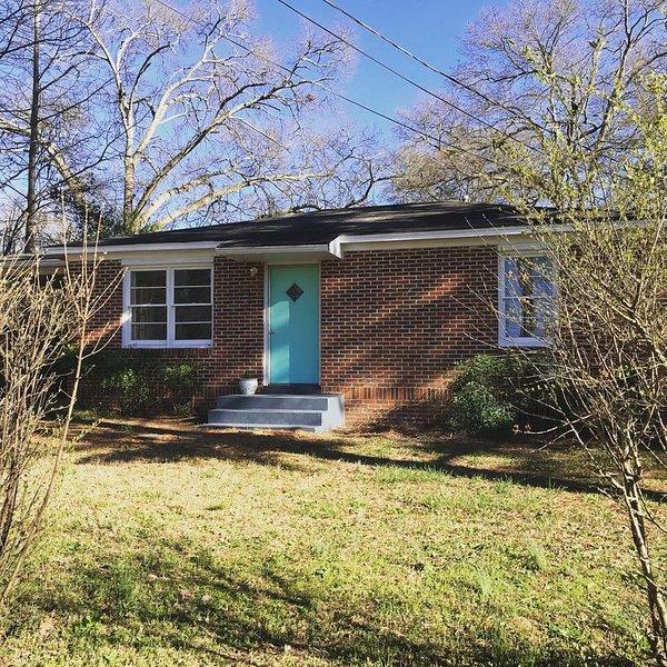 Neat Little House Near Downtown Athens, alquiler de vacaciones en Winterville
