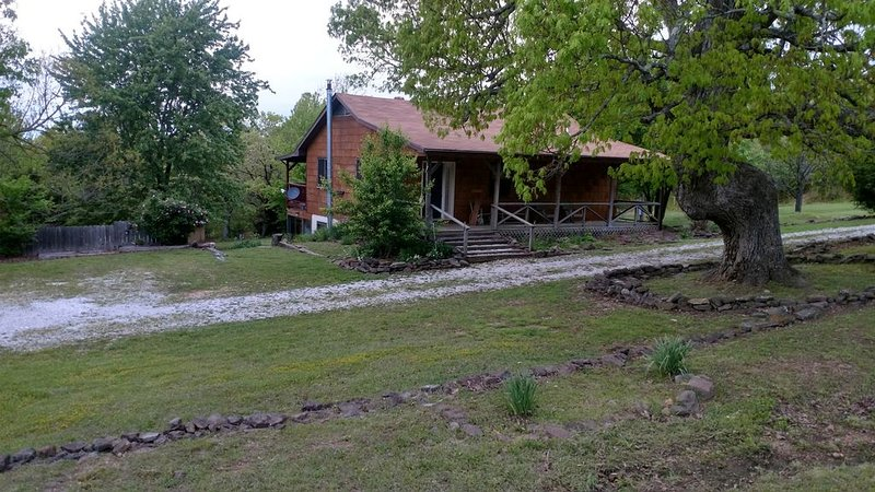 Big Oak Cabin - mountaintop home near Jasper, holiday rental in Parthenon