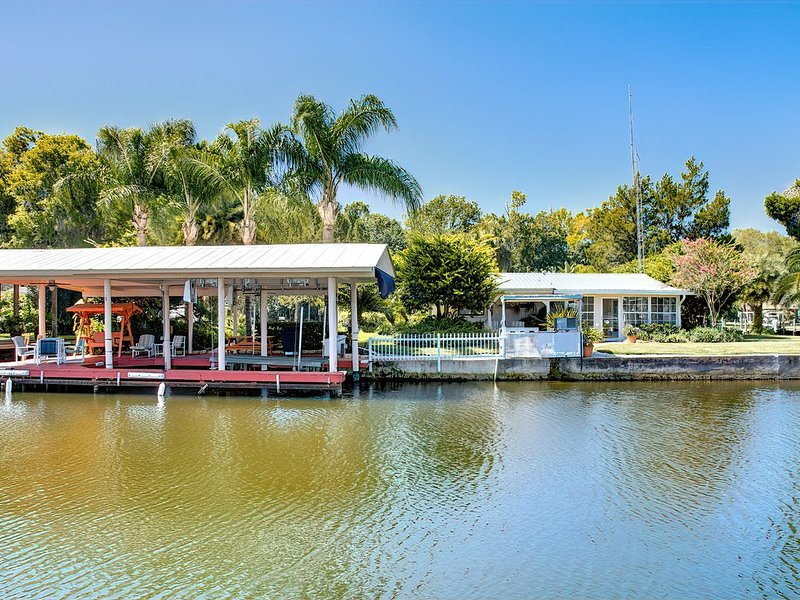 Homosassa Springs Waterfront Home DEEP WATER ACCESS, holiday rental in Homosassa