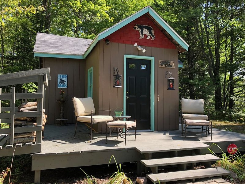 very private,adorable rustic cabin , out house only., holiday rental in Petoskey