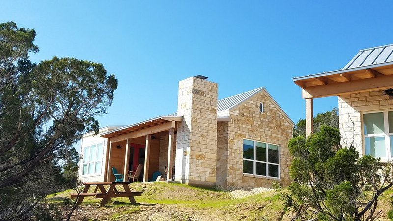 One Bedroom with Amazing Views and fireplace, vacation rental in Dripping Springs