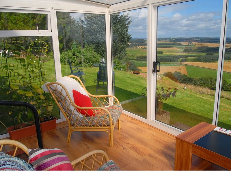 Modern Cottage, superb views, near St Andrews, location de vacances à St. Andrews