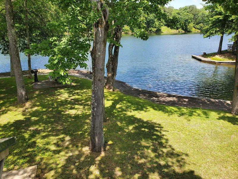 Lake view Condo! Beautiful inside and new remodel, holiday rental in Mountain Pine