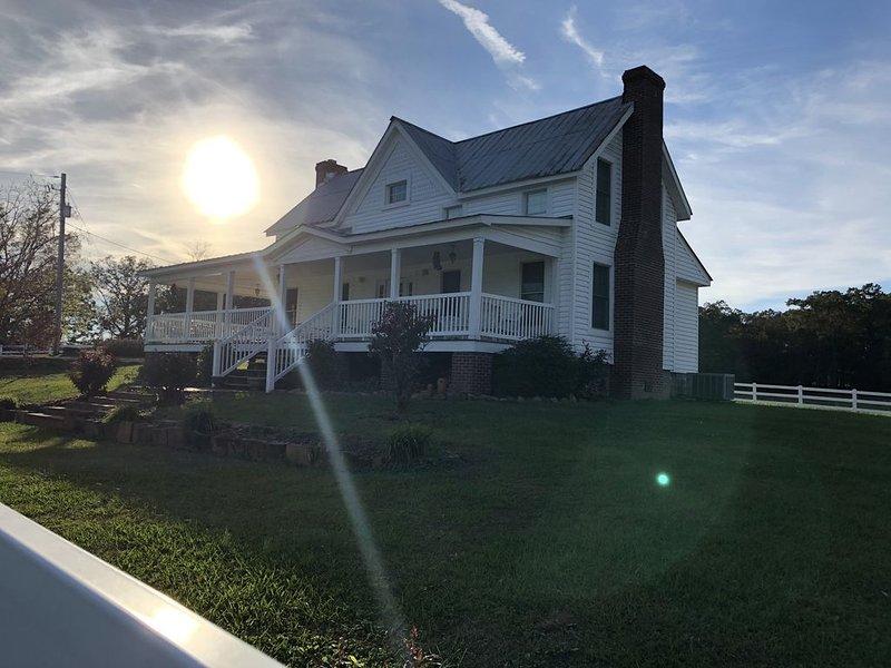 Historic Farmhouse/privacy/breathtaking views -Facebook *Valley View Escape, LLC, casa vacanza a Cedar Bluff