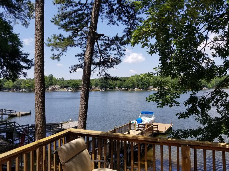 Lake front cottage with dock, vacation rental in Gold Hill