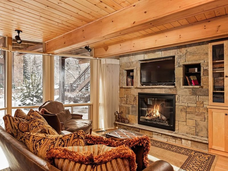 Walk to restaurants, shopping, market, music tent, ski slopes and more, holiday rental in Aspen