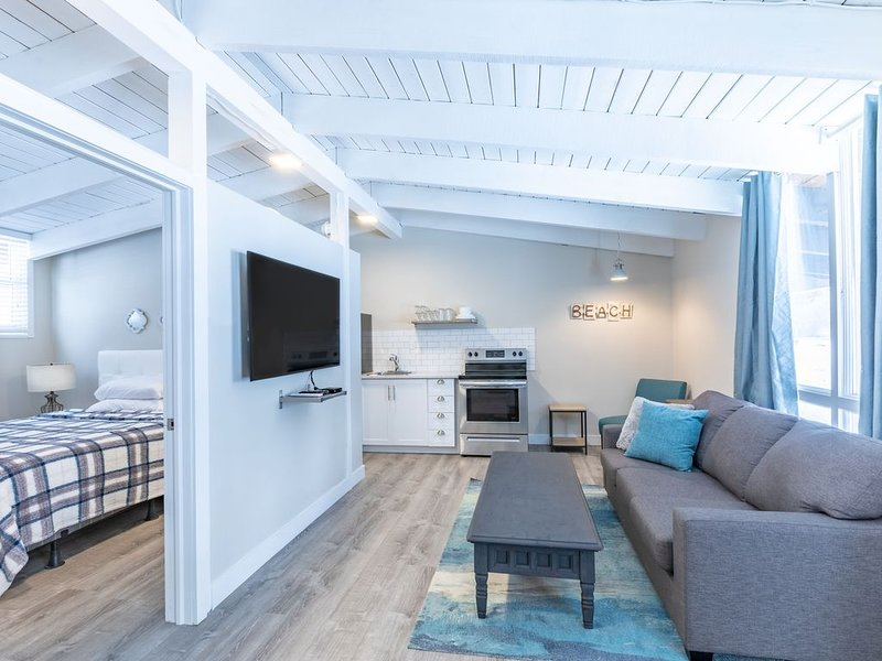 Private Beach Boutique Suite with contact less entry, vacation rental in Craigleith