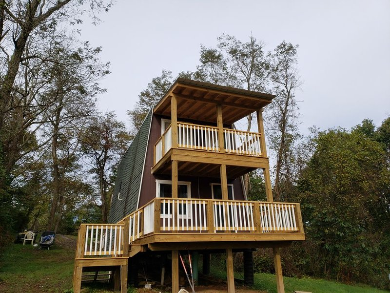 Aframe cabin in the woods #2, alquiler de vacaciones en Little Hocking