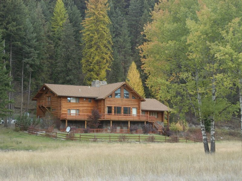 Lolo Creek Lodge - 20 minutes from Missoula and 19 miles from Lolo Pass, alquiler vacacional en Florence