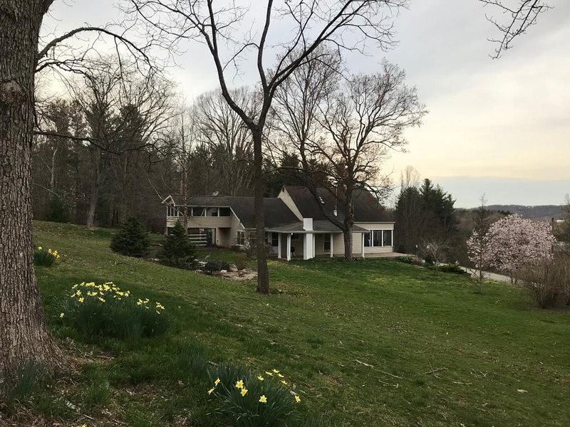 Beautiful Hocking Hills/Lake Logan vacation home, vacation rental in Logan