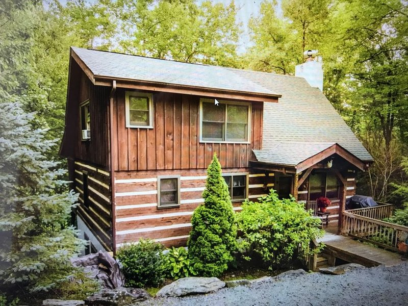 The Rocky Roost - Mountain & Lake Views, Hot Tub, Pool Table, Fire Pit, holiday rental in Seven Devils