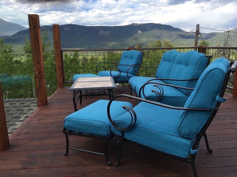 360 degree views on the sky deck. Relax on the newly reupholstered furniture.