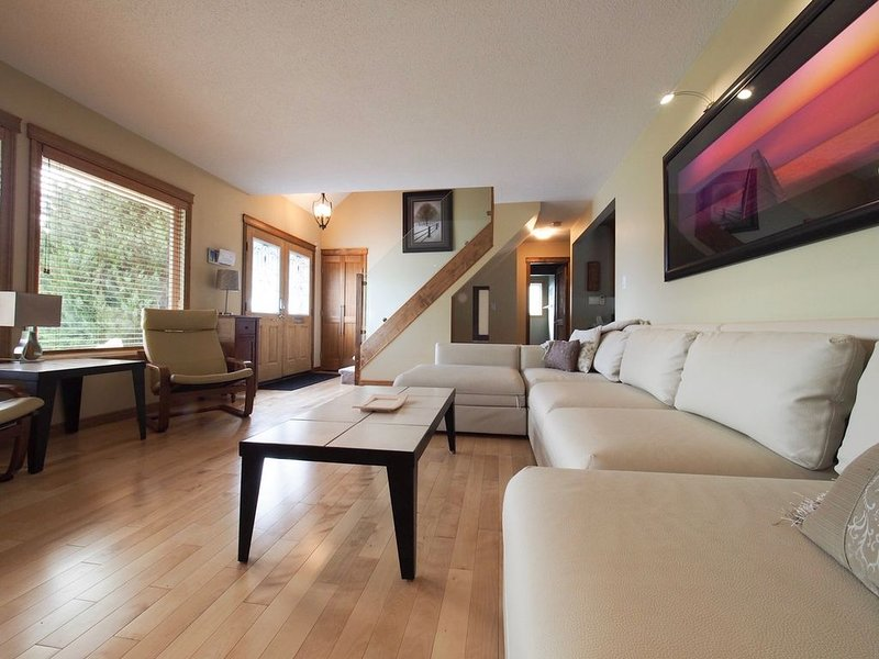 Spacious Vacation Property with Relaxing Backyard Living Space., vacation rental in Penticton