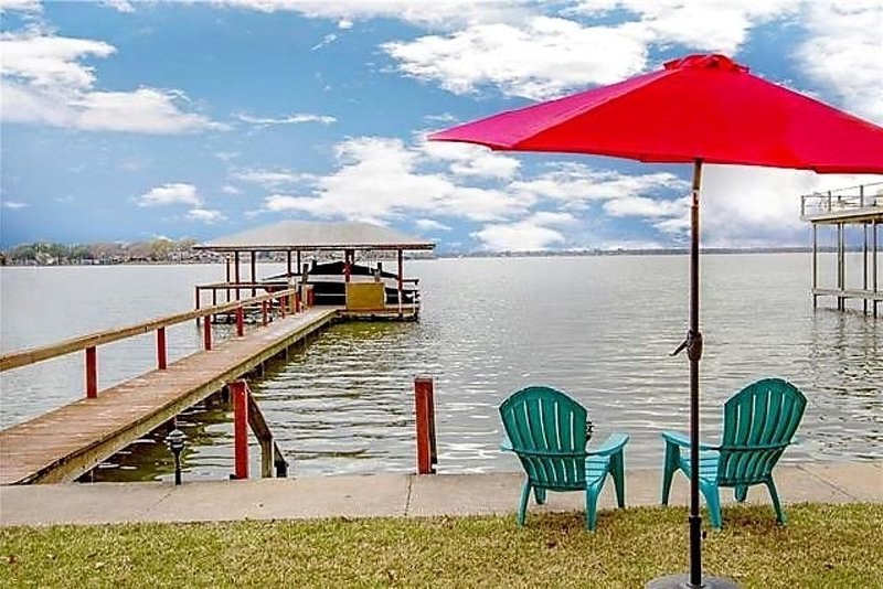 Lakeside Retreat to Isolate - Relax & Unwind, take in the Beautiful Sunsets, location de vacances à Kemp