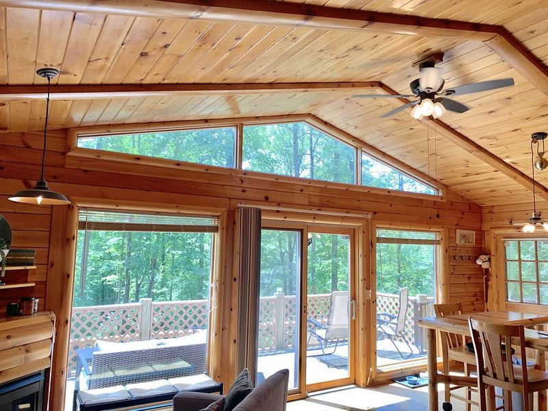 Fern Hill Cabin - charming getaway with all you need to escape the everyday! – semesterbostad i McArthur