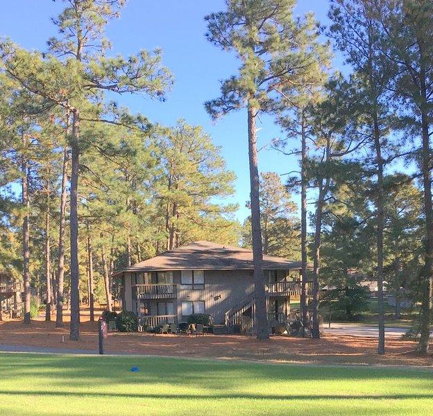 201 Foxkroft Dr. Foxfire Village 2B/2B Sleeps 6 Golf and Swimming Pool, aluguéis de temporada em Ellerbe