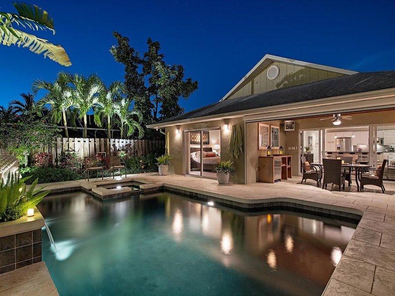 New Listing! Casual coastal elegance Beach House Oasis!, alquiler de vacaciones en Naples Park