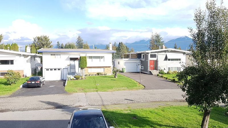 Clean & spacious home with Private entry!!, holiday rental in Harrison Hot Springs
