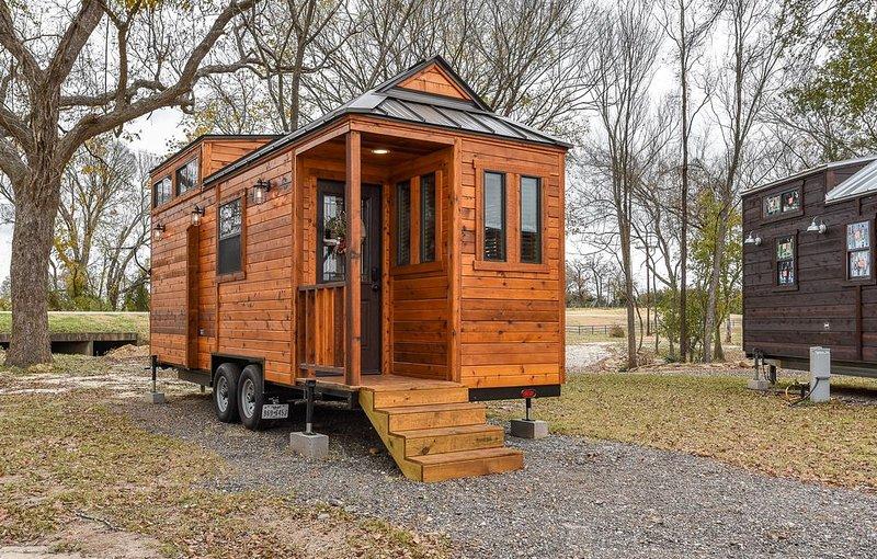 Beautiful Country-Themed Tiny House, alquiler de vacaciones en Caldwell
