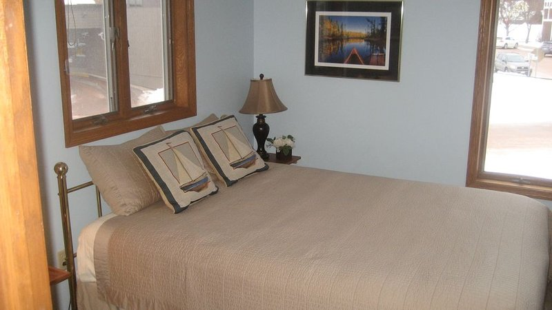 211 Lake Superior Beach Front Condo, vacation rental in Bayfield