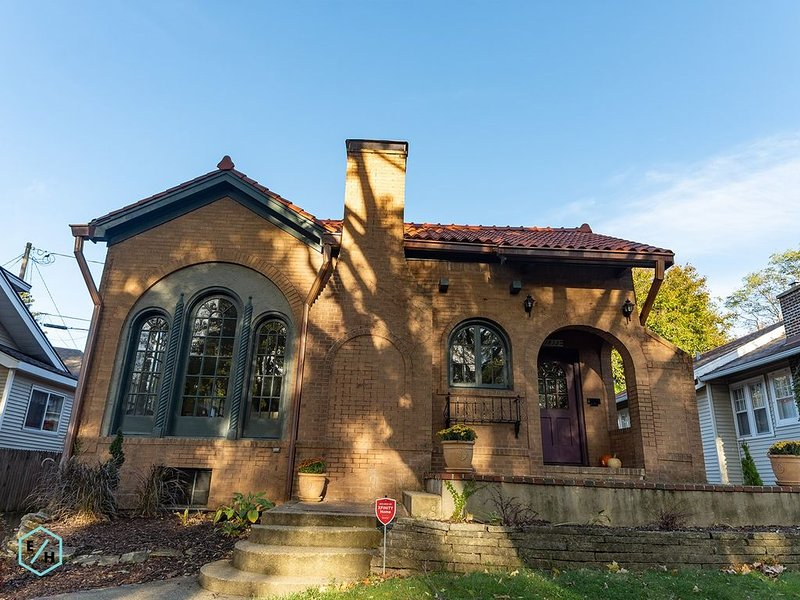 This Spanish style house is located in the historic Edgewater neighborhood., holiday rental in Winnebago