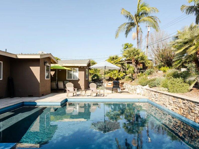 Resort-Style 5 Bedroom Home w/ a Pool near Disney, holiday rental in Silverado
